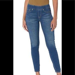 Levi's Totally Shaping Pull-on Skinny Jeans
